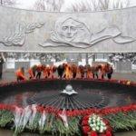 vozlozhenie_cvetov_k_memorialu